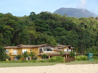 Linda Casa de Praia - Pé na Areia - 7 suites - Caraguatatuba vacation rentals