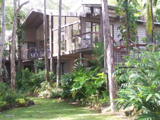 Noosa tall gums, absolute lakeside, dramatic home - Noosaville vacation rentals