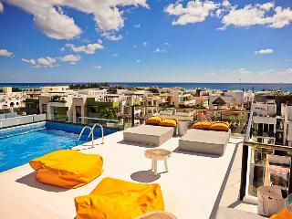 SPECIAL RATES! Sleeps 6! Very close to the beach - Playa del Carmen vacation rentals