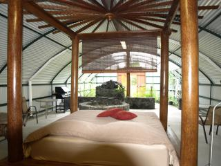 The unique garden bungalow on a secluded private resort near the ocean - Pahoa vacation rentals