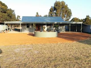 3 bedroom Farmhouse Barn with A/C in Esperance - Esperance vacation rentals