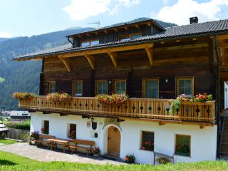 Feldererhof - Appartment Dolomitenblick - Valle di Casies vacation rentals