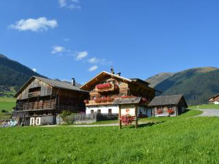 Feldererhof - Appartment Dolomitenblick - Valle di Casies vacation rentals