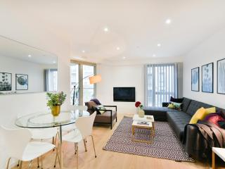 Clapham South - Modern, quiet and convenient flat - London vacation rentals