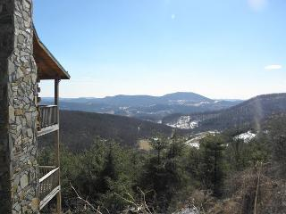 Enjoy Panoramic Views From Spacious Log Cabin Just Minutes From Town! - West Jefferson vacation rentals