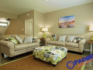 Spacious townhouse that sleeps 10 guests & offers lots of amenities! - Corpus Christi vacation rentals