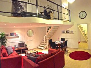 Hi5 Apartment 32 - Budapest vacation rentals