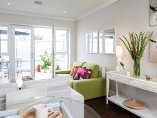 Clapham South - Chic flat with a large terrace - London vacation rentals
