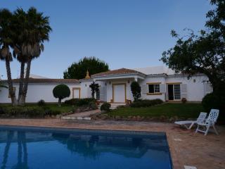 VILLA 9 couchages piscine à 5mn  de VILAMOURA - Boliqueime vacation rentals