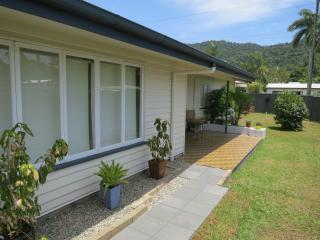 Edge Hill Classic Lowset Queenslander  3 Bedrooms - Edge Hill vacation rentals
