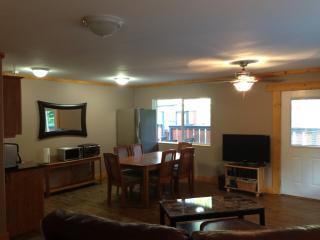 Nice 3 bedroom Duncan Guest house with Internet Access - Duncan vacation rentals