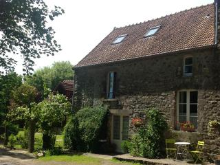 2 Bedroom cottage in peaceful farm location - La Haye-du-Puits vacation rentals