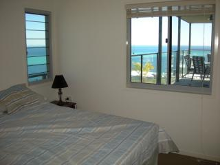 Bright 3 bedroom Apartment in Moreton Island with Dishwasher - Moreton Island vacation rentals