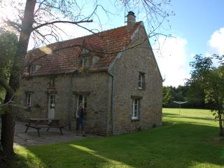 3 Bedroom country cottage 6km from beaches - La Haye-du-Puits vacation rentals
