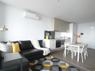 Stunning CBD 2 bedrooms+Parking+Netflix+gym+pool - Melbourne vacation rentals