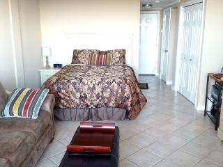 Fabulous Waterside Condo with Resort Amenities - Fort Walton Beach vacation rentals