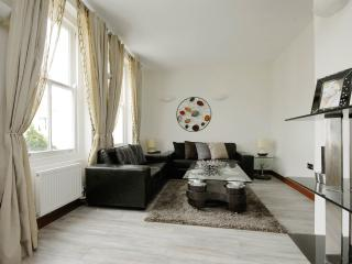2BR Furnished Suites Walk to Westbourne Grove & Notting Hill - London vacation rentals
