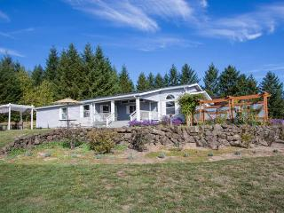 Nice Farmhouse Barn with Deck and Internet Access - Newberg vacation rentals