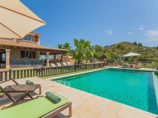 Nice Villa with Internet Access and A/C - Puerto de Alcudia vacation rentals