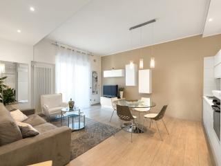 Rosella Apartment: Verona center, balconies,WiFi - Verona vacation rentals