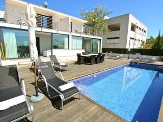 Comfortable 6 bedroom Playa de Muro Villa with Internet Access - Playa de Muro vacation rentals