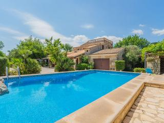 Gorgeous 5 bedroom Alcudia House with Internet Access - Alcudia vacation rentals