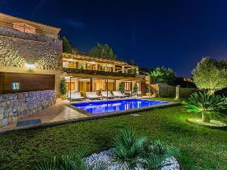 4 bedroom Villa with A/C in Puerto de Alcudia - Puerto de Alcudia vacation rentals