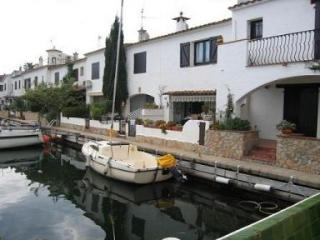 Holiday House by the Canal in Empuriabrava. - 5216 - Empuriabrava vacation rentals