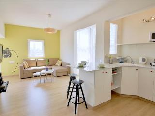 Bright Condo with Internet Access and A/C - Tel Aviv vacation rentals