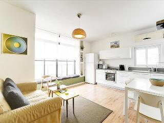 Bright Condo with A/C and Kettle - Tel Aviv vacation rentals