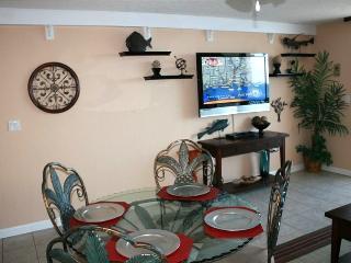 60' LED TV in Living Room & 37' Flat Screen - Destin vacation rentals