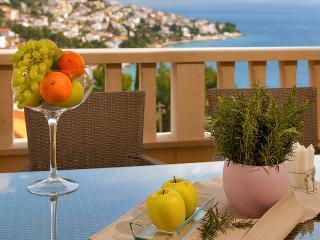 TH01847 Apartment Angela / Three bedroom A1 - Okrug Gornji vacation rentals