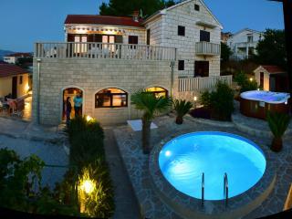 Villa beau rivage  4 and 6 persons apartments - Splitska vacation rentals