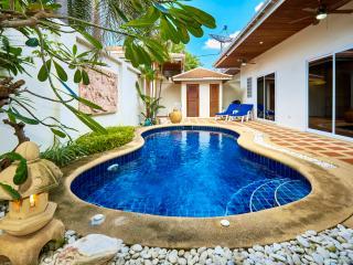 Beautiful Pool Villa in great location! - Pattaya vacation rentals