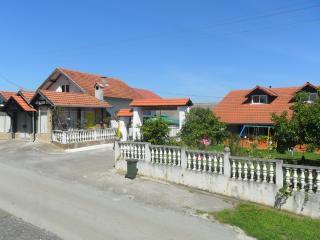 """Seoski turizam Lukač  kamp izletište """"Zeleni put"""" - Kutina vacation rentals"""