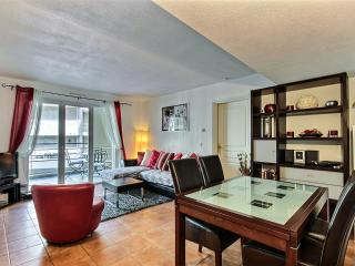 Stylish 2 Bed minutes from the beach & town - Antibes vacation rentals