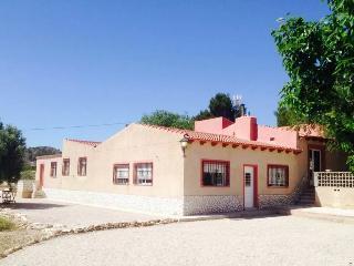Nice 2 bedroom Bungalow in Alicante with Internet Access - Alicante vacation rentals