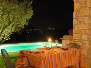 Gorgeous Villa in Todi with Long Term Rentals Allowed, sleeps 7 - Todi vacation rentals