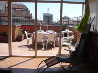 Duplex for 6 people, with terrace of 30 m2 - Barcelona vacation rentals