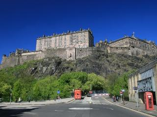 Castle View Apartment by SQUARE Property - Edinburgh vacation rentals