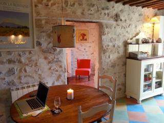 Romantic townhouse in centre of Vaison la Romaine - Vaison-la-Romaine vacation rentals