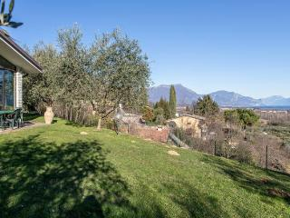 Villa Maggie - with lake view, garden  and pool - Soiano Del Lago vacation rentals