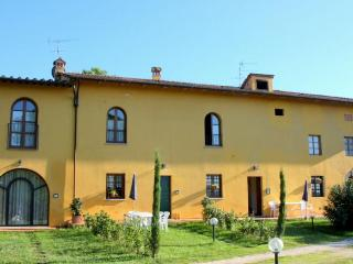 Colonia 6 - Apartment 5 person in vinci - Vinci vacation rentals