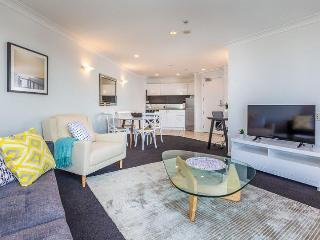 One Bedroom Auckland Apartment beside Park with Swimming Pool, Parking. - Auckland vacation rentals
