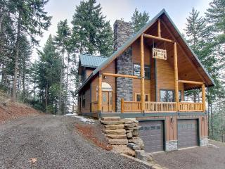 Spacious lodge for 8 w/private deck & game room, pool table - Parkdale vacation rentals