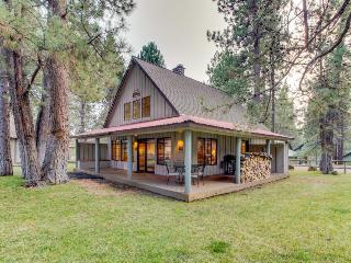 Gorgeous home w/ SHARC access - shared pools & hot tub - convenient location! - Sunriver vacation rentals