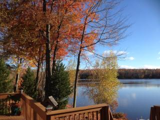 LAKEFRONT HOUSE W. PRIVATE DECK & DOCKS, ROW BOAT - Pocono Lake vacation rentals