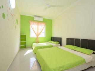 4 bedroom House with Internet Access in Gelugor - Gelugor vacation rentals