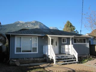 RENOVATED !  Detached bungalow, perfect for 2 cpls - Squamish vacation rentals