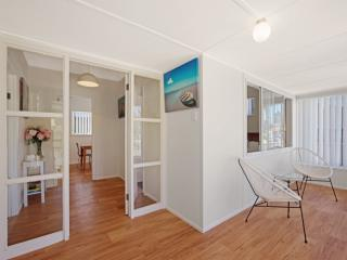 Bright 2 bedroom House in Umina Beach - Umina Beach vacation rentals